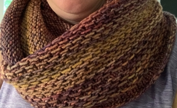 knitting the Honey Cowl