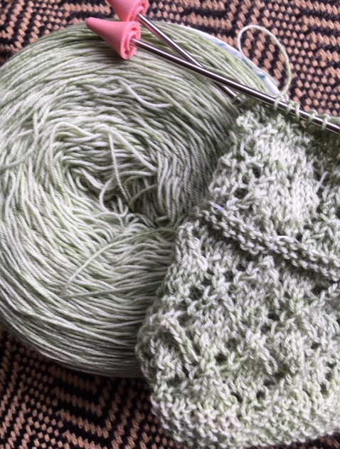 Diamond pattern spring green shawl