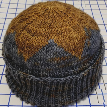 Star on top hat knit in worsted yarn
