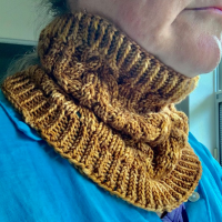 Knitting the Namu Cowl in Anzula Rootbeer