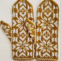 Silver and Gold Mitten in Stranded Colorwork