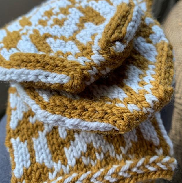 Kitchener stitch at top of mittens
