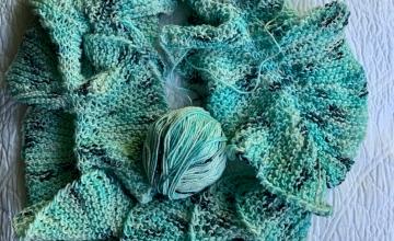Knitting a skinny ruffle scarf