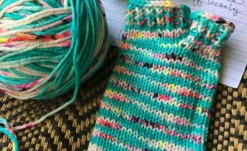 Knitting flip flop socks