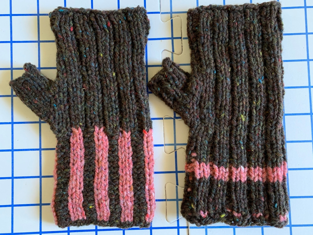 Maine Morning mitts hand knit in Brooklyn Tweed Shelter yarn and is a free knitting pattern
