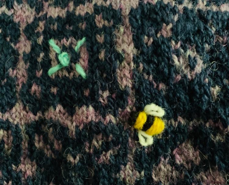 Embroidery bumblebee