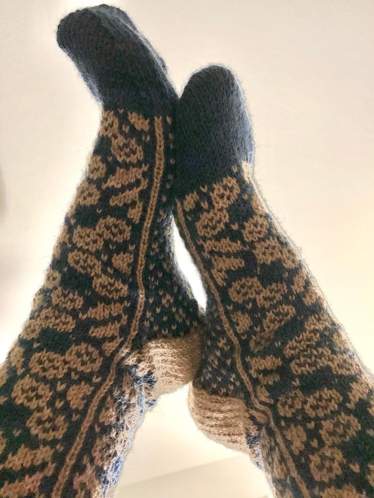 Wild Angelica socks pattern stranded colorwork floral design