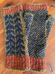Oulu mitts knitting colorwork Fair Isle