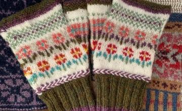 little flowers fingerless mitts pattern