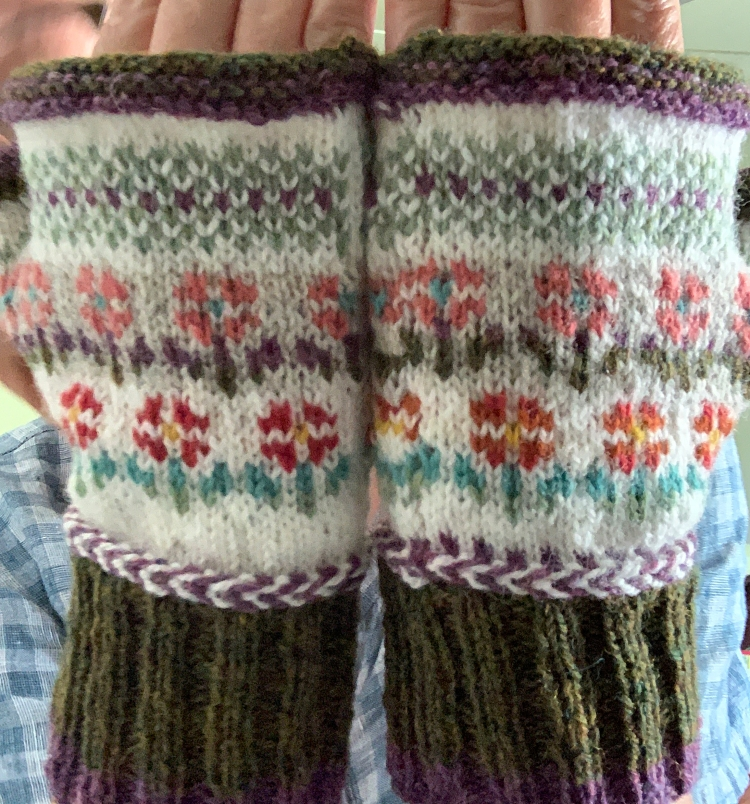 colorwork little flowers fingerless mitts knitting project