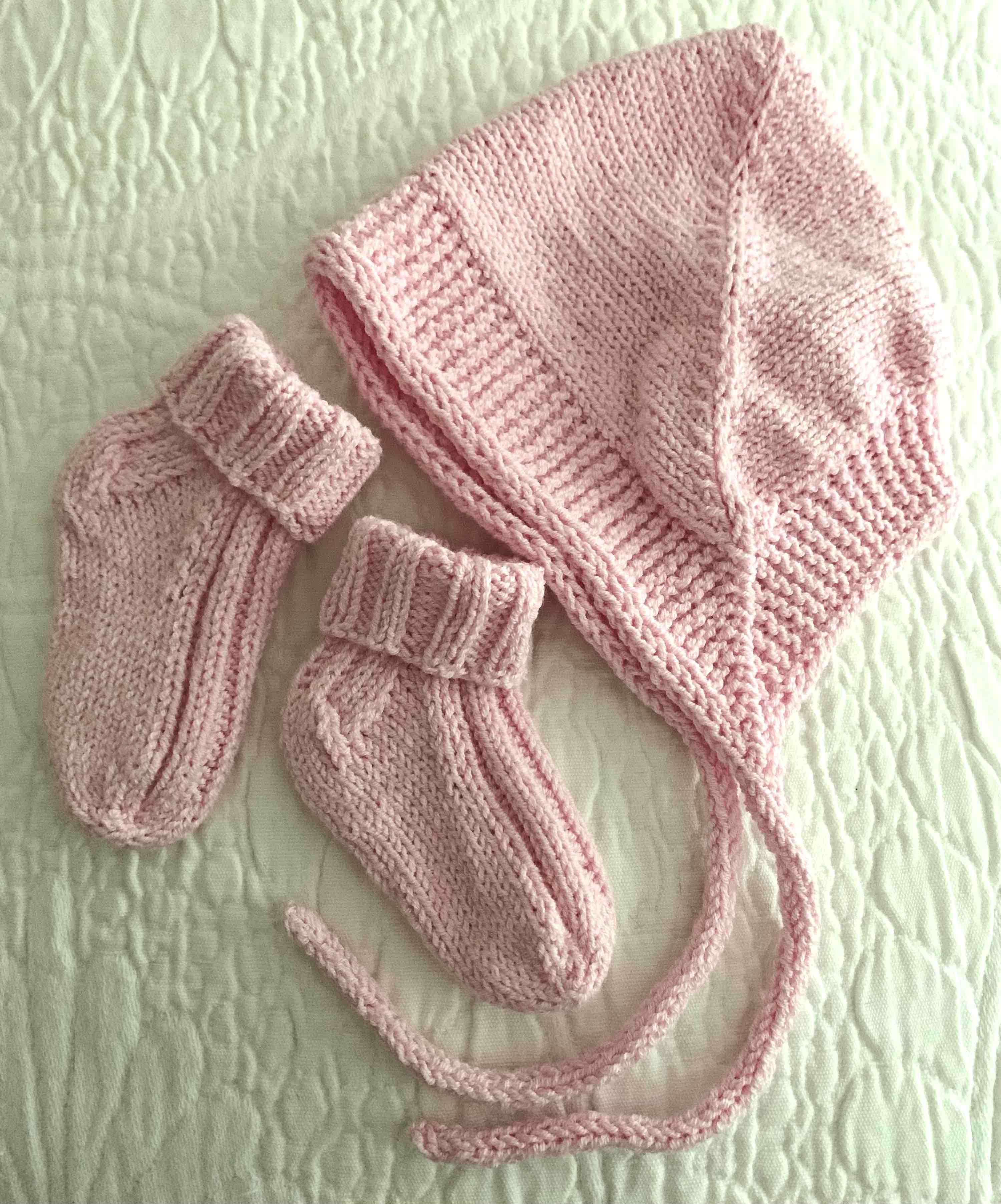 Knitting baby set with bonnet and socks
