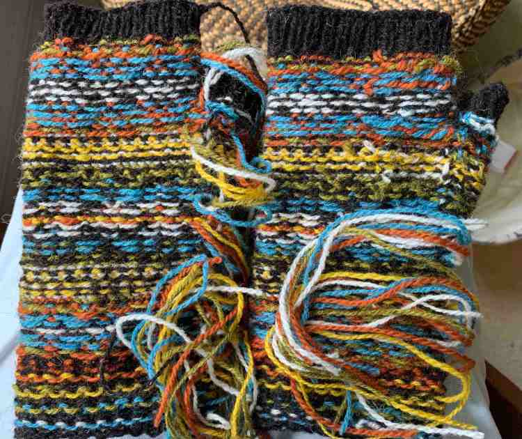 weaving in ends on Stellar mitts